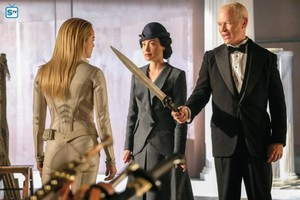 Legends of Tomorrow - Episode 3.06 - Helen Hunt - Promo Pics
