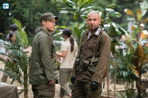 DC's Legends of Tomorrow wallpaper entitled Legends of Tomorrow - Episode 3.07 - Welcome to the Jungle - Promo Pics