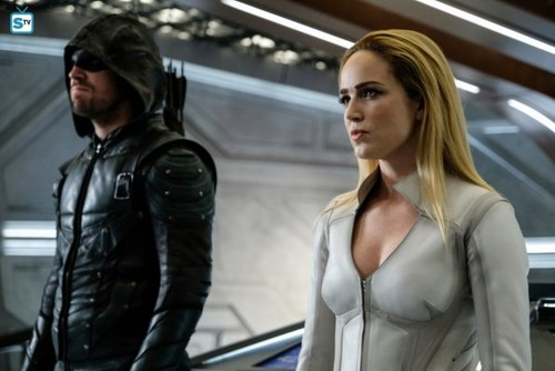 DC's Legends of Tomorrow fondo de pantalla called Legends of Tomorrow - Episode 3.08 - Crisis on Earth X, Part 4 - Promo Pics