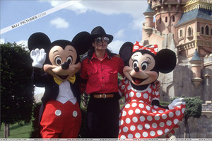 Michae Jackson With Mickey And Minnie