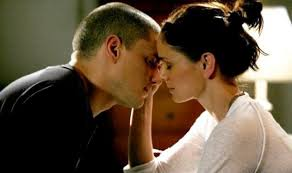 Prison Break Cast karatasi la kupamba ukuta entitled Michael and Sara
