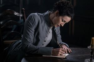 """Outlander """"Creme De Menthe"""" (3x07) promotional picture"""