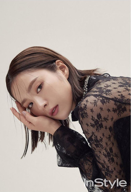 SHIN SE KYUNG COVERS DECEMBER 2017 INSTYLE