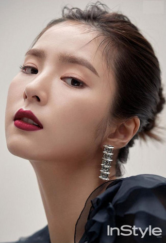 Shin Se Kyung wallpaper entitled SHIN SE KYUNG COVERS DECEMBER 2017 INSTYLE