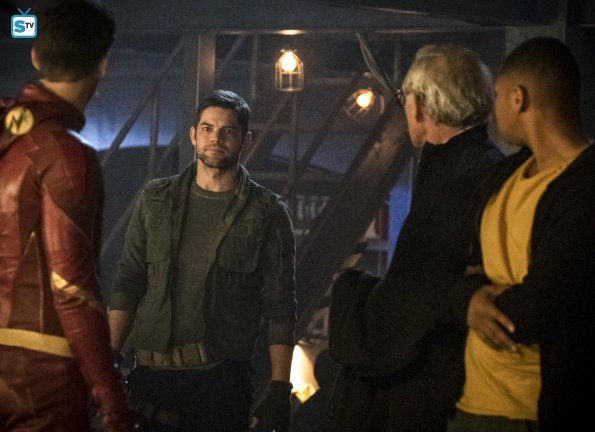 The Flash - Episode 4.08 - Crisis On Earth X, Part 3 - Promo Pics