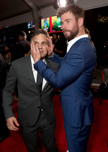 Thor: Ragnarok wolpeyper called Thor Ragnarok premiere