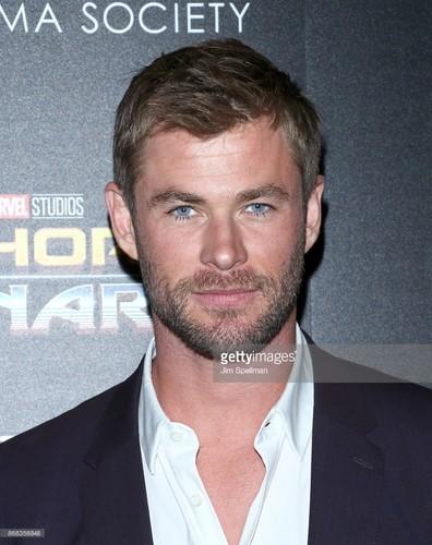 Thor: Ragnarok پیپر وال entitled Thor Ragnarok premiere