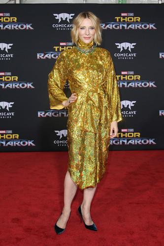 Thor: Ragnarok দেওয়ালপত্র entitled Thor Ragnarok premiere