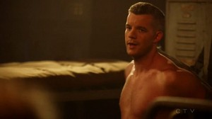 Wentworth Miller and Russell Tovey share a চুম্বন on The Flash