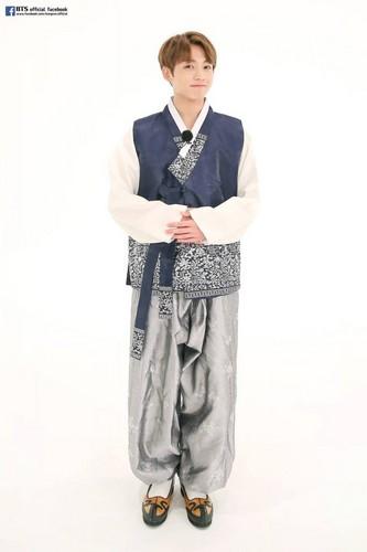 Jungkook (BTS) karatasi la kupamba ukuta entitled jungkook anh 683x1024