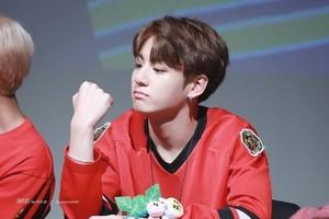 jungkook anh cute 2018 768x512