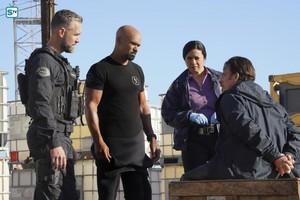 1x12 - Contamination - Deacon and Hondo