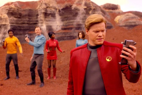 "Black Mirror achtergrond titled Black Mirror ""USS Callister"" promotional picture"