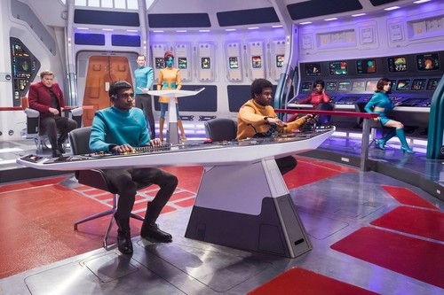 "Black Mirror karatasi la kupamba ukuta called Black Mirror ""USS Callister"" promotional picture"