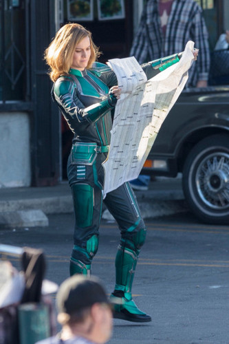 Marvel's Captain Marvel karatasi la kupamba ukuta called Brie Larson - Captain Marvel BTS