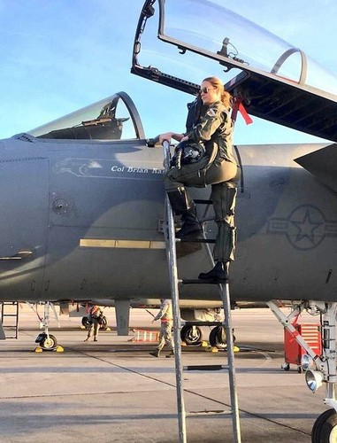 Marvel's Captain Marvel kertas dinding titled Brie Larson at Nellis Air Force Base