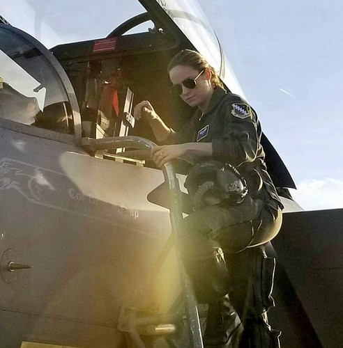 Marvel's Captain Marvel karatasi la kupamba ukuta titled Brie Larson at Nellis Air Force Base