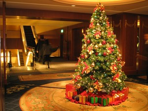 Natale Tree\s All Over The World