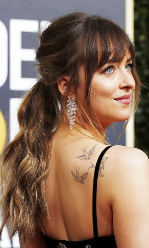 Dakota at the 2018 Golden Globes