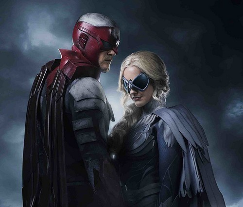 Teen Titans Hintergrund called Minka Kelly and Alan Ritchson as Dove/Dawn Granger and Hawk/Hank Hall in Live-Action Titans