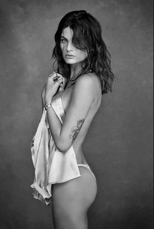 Isabeli Fontana poses in sexy underwear for GQ Mexico [January 2018]