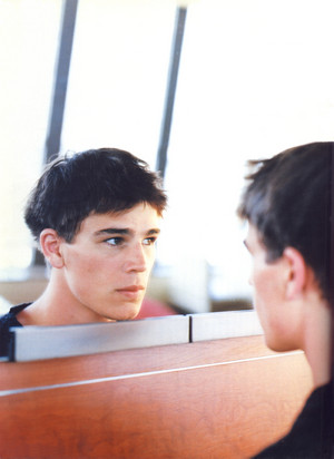 Josh Hartnett mirror