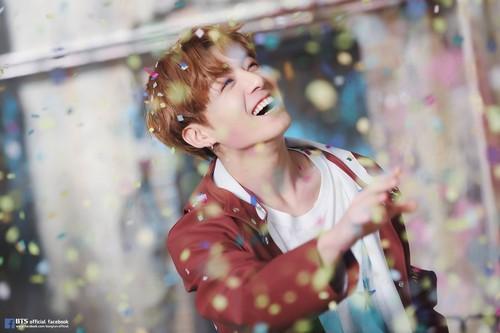 Jungkook (BTS) karatasi la kupamba ukuta titled Jungkook