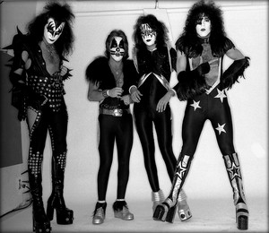 吻乐队(Kiss) ~Los Angeles, California…May 30, 1975 (White Room session)