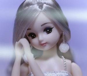 Licca Chan as Ariana Grande