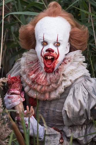 Filem Seram kertas dinding titled Pennywise from IT (2017)