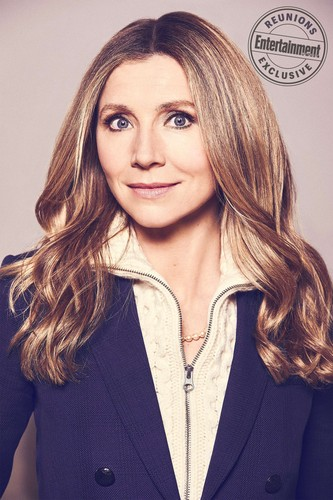 Roseanne achtergrond called Roseanne Cast's Entertainment Weekly Portraits - Sarah Chalke as Andrea
