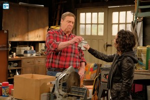 Roseanne Revival - 10x01 - Twenty Years to Life - Dan and Darlene