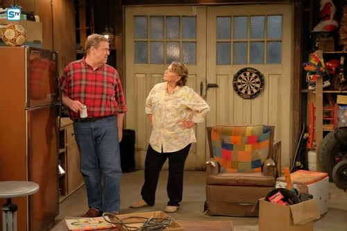 Roseanne achtergrond called Roseanne Revival - 10x01 - Twenty Years to Life - Dan and Roseanne