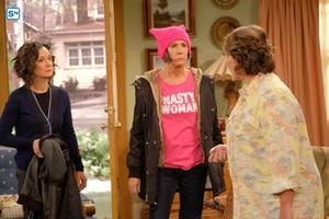 Roseanne Revival - 10x01 - Twenty Years to Life - Darlene, Jackie and Roseanne