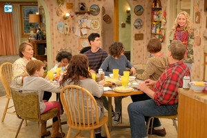 Roseanne Revival - 10x01 - Twenty Years to Life - The Conners