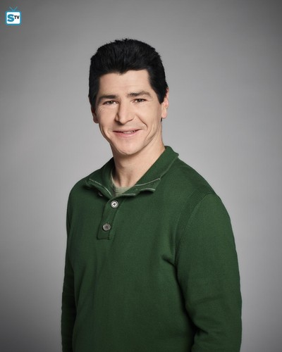 Roseanne karatasi la kupamba ukuta called Roseanne Revival Portraits - Michael Fishman as DJ Conner