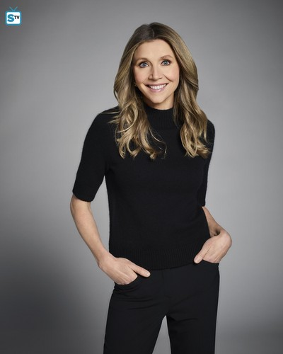 Roseanne achtergrond called Roseanne Revival Portraits - Sarah Chalke as Andrea