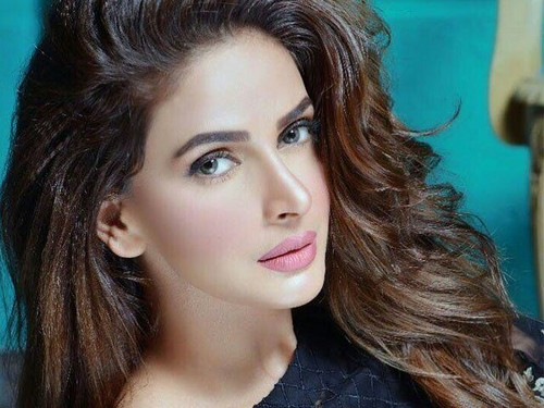 Saba Qamar 바탕화면 called Saba Qama