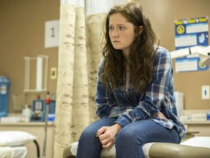 "Shameless ""A Gallagher Pedicure"" (8x11) promotional picture"