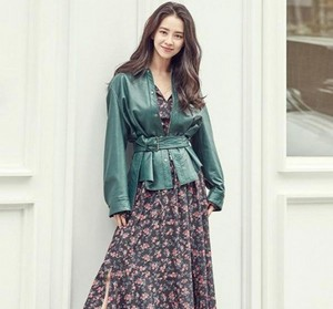 Song Ji Hyo transforms into a spring goddess for 'Sisley'