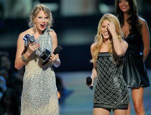 Taylor mwepesi, teleka Shakira