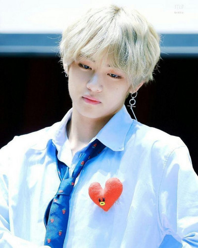 वी (बी टी एस )#A club for Kim Taehyung a.k.a V, the vocalist of BTS! वॉलपेपर entitled V💝