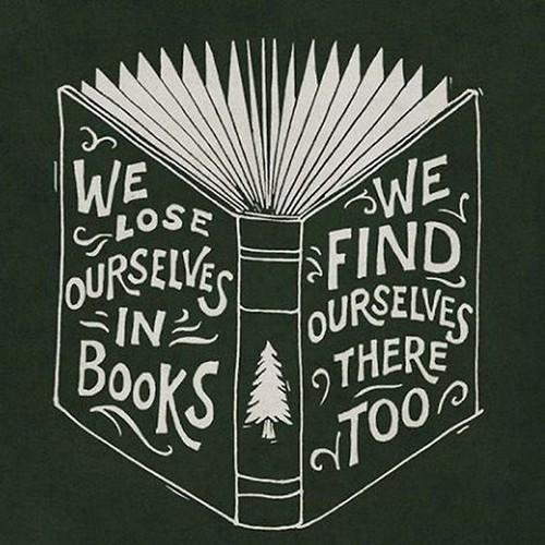 পড়ার মতো বই দেওয়ালপত্র titled We lose ourselves in বই
