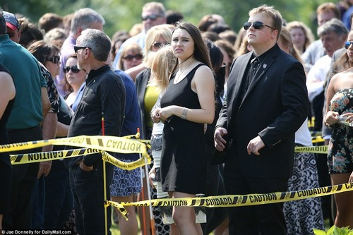 beroemdheden who died young achtergrond called christina grimmie funeral