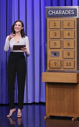 Gal Gadot on The Tonight Zeigen Starring Jimmy Fallon