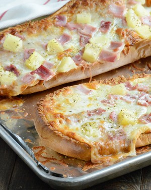 hawaiian style french pan de molde, pan pizza