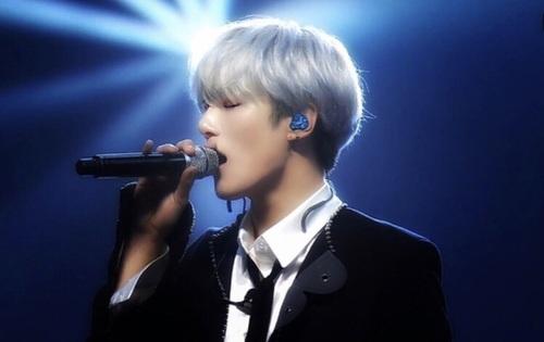Minhyuk fondo de pantalla titled hot Minhyuk💝