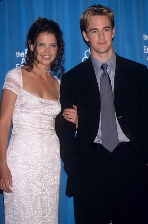 Katie Holmes & James অগ্রদূত Der Beek 1998 Emmys
