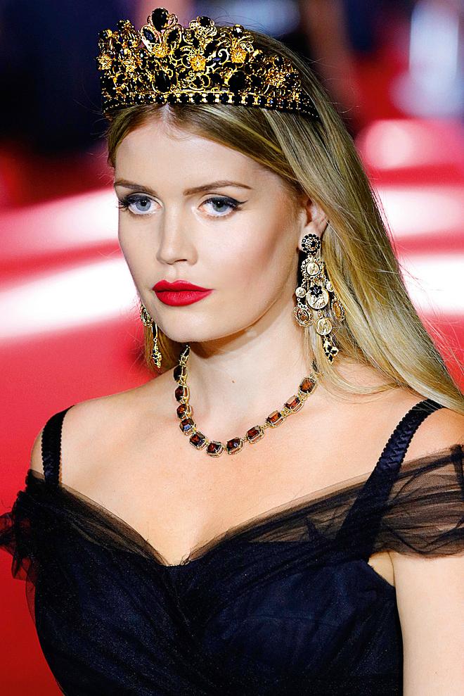 21be798664a56 princesa diana wallpaper entitled Lady Kitty Spencer Dolce Gabbana Milan uj