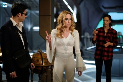 DC's Legends of Tomorrow wallpaper entitled Legends of Tomorrow - Episode 3.11 - Here I Go Again - Promo Pics